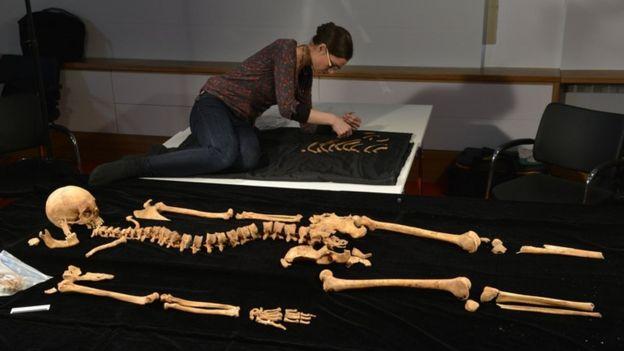 Los restos del rey Ricardo III fueron encontrados 5 siglos después de su muerte en un estacionamiento de Leicester, Reino Unido.