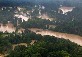 Al menos seis personas han muerto debido a las fuertes lluvias.