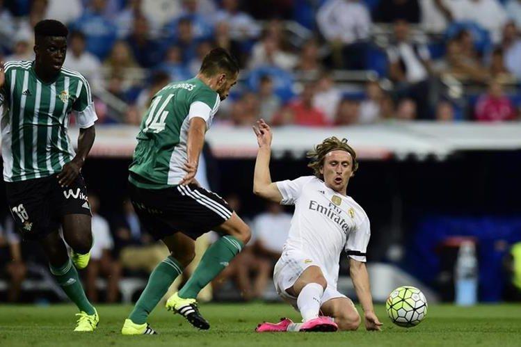 Luego del juego contra el Betis con el Real Madrid, Luka Modric se unió a su Selección. (Foto Prensa Libre: AFP)