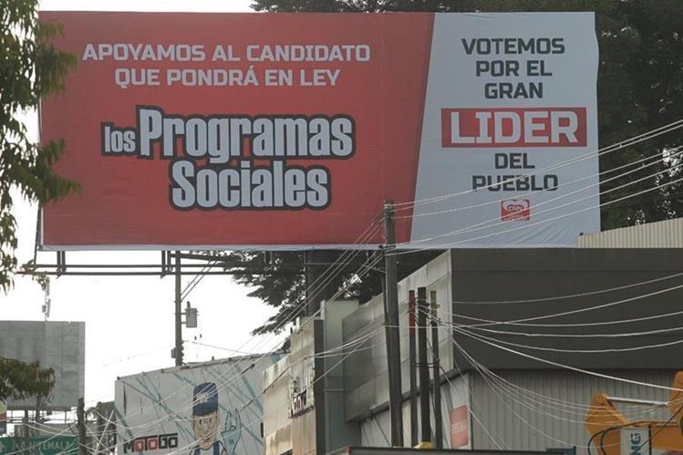 Vallas de CNN en apoyo a Líder se observan en varias partes del país. (Foto Prensa Libre: Alvaro Interiano)