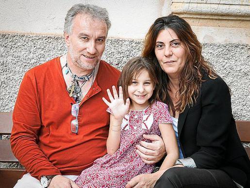 Fernando Blanco y su esposa Margarita Garau, junto a Nadia Nerea.