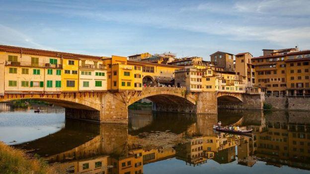 Antes de que Alessandro Manzoni terminara su libro, dijo que necesitaba lavar su lenguaje en el río Arno.  (Getty Images)