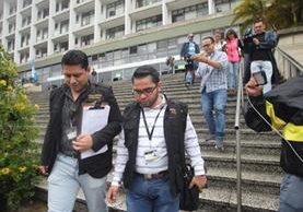 Miembros de la FECI que participaron en el allanamiento en la Municipalidad de Guatemala. (Foto Prensa Libre: Érick Ávila).