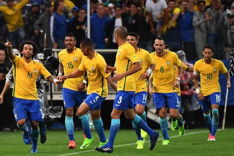 """La selección de Brasil ha vuelto a demostrar el """"Jogo Bonito"""" durante el clasificatorio de Conmebol a Rusia 2018. Cita mundialista a la que se clasificó en la jornada 14 disputada el martes último. (Foto Prensa Libre: AFP)."""