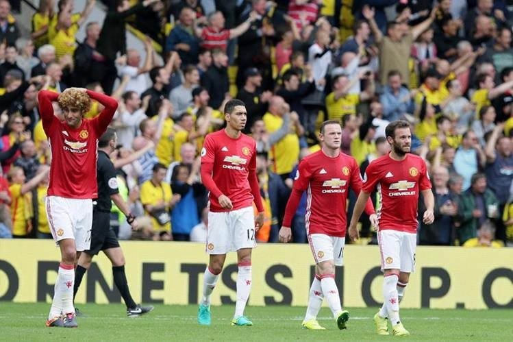 El Manchester United no levanta cabeza y volvió a perder este domingo. (Foto Prensa Libre: AP)