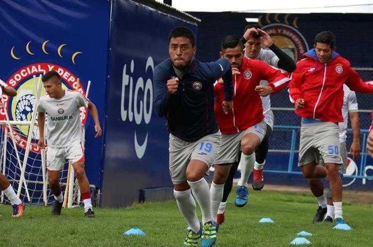 El equipo viajará mañana a San Juan Ostuncalco para seguir con su preparación. (Foto Prensa Libre: Raúl Juárez)