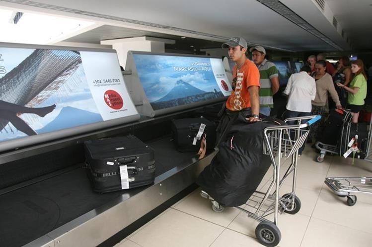Empresa que instaló banda de equipaje está denunciada por no dar US$260 mil en repuestos. (Foto Prensa Libre: Hemeroteca PL)