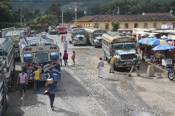 <p>Pilotos de buses que cubren la ruta entre la capital y Antigua Guatemala exigen más seguridad. (Foto Prensa Libre: ARCHIVO).<br></p>