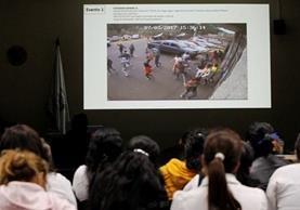 Imagen mostrada por el MP donde se ve a los niños saliendo del Hogar Seguro. (Foto Prensa Libre: Paulo Raquec)