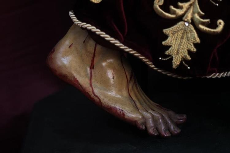 El pie derecho no tenía tantos daños como el izquierdo pero ahora se puede apreciar de mejor forma.