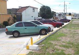 Vecinos del residencial el Paraíso 2 se organizaron y construyeron con aporte de la Municipalidad de Mixco un parqueo. (Foto Prensa Libre: Esbin García)