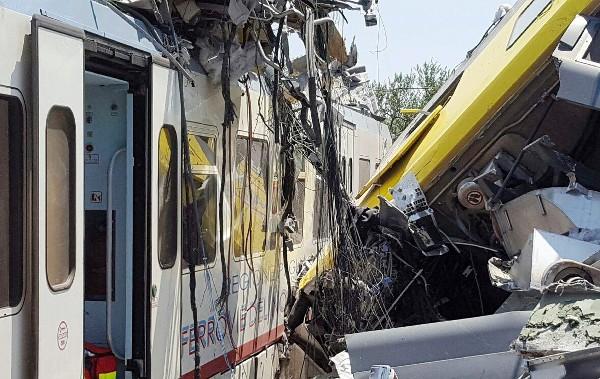 El choque de trenes deja varios muertos en la región italiana de Apulia.(EFE).