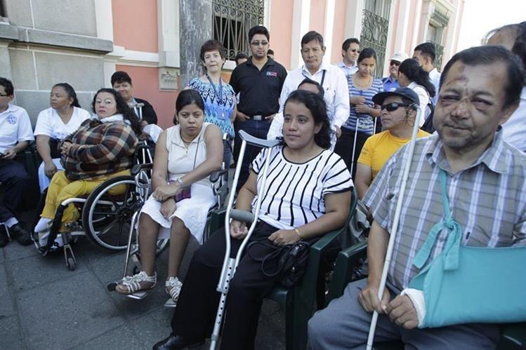Personas con discapacidad deben ser atendidas por voluntarios en los centros de votación. (Foto Prensa Libre: Hemeroteca PL)