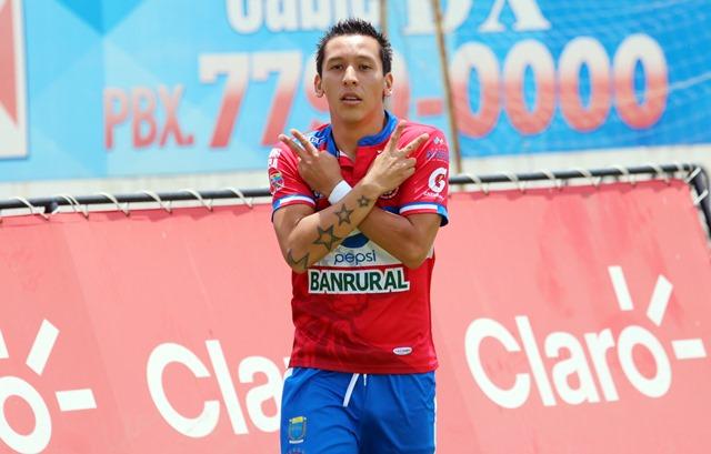 Kevin Arriola, de Xelajú MC, está cerca de llegar a un acuerdo en el futbol de Suiza. (Foto Prensa Libre: Carlos Ventura).