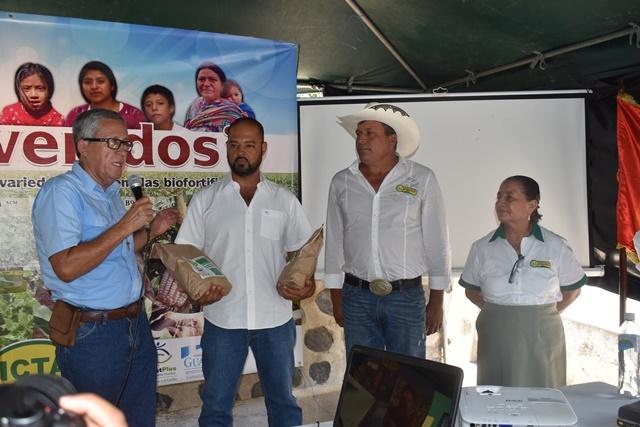 Recientemente el ICTA entregó la nueva semilla a agricultores de Atescatempa, Jutiapa. (Foto Prensa Libre: Cortesía)