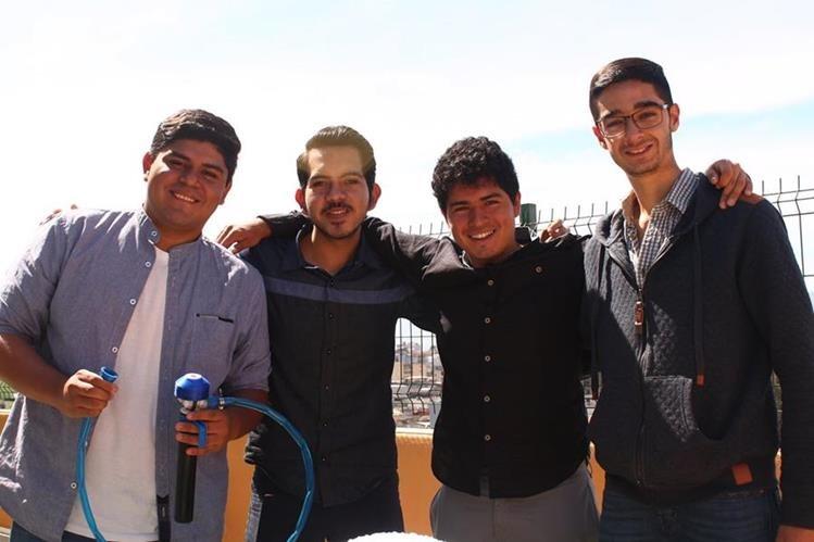 Rafael Tamayac, Carlos Morales, Derek Salguero y Víctor del Cid, son los jóvenes detrás del proyecto. (Foto Prensa Libre: Josué León)
