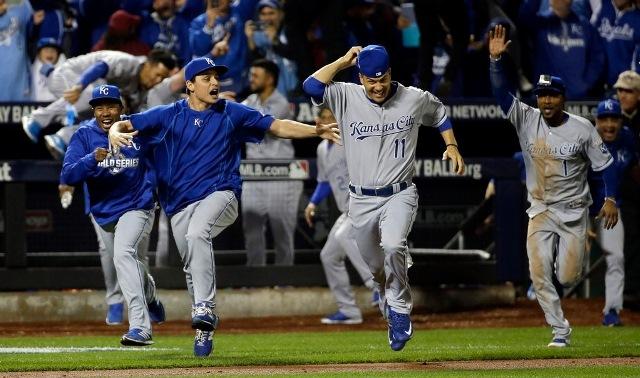 Reales de Kansas City celebran triunfo ante Mets de Nueva York.