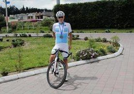 Manuel Rodas, del equipo Cable DX, es uno de los ciclistas experimentados de Guatemala. (Foto Prensa Libre: María José Longo).