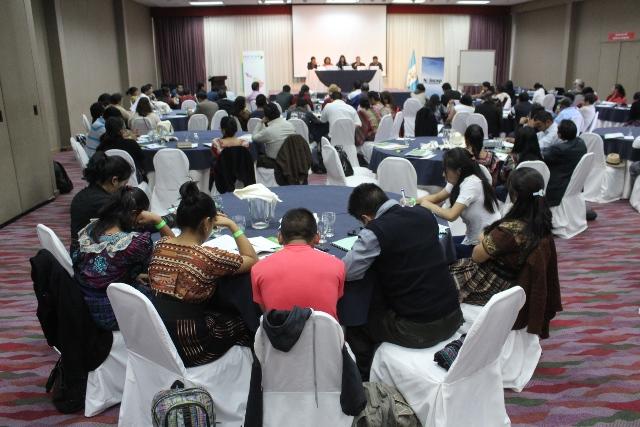 Panelistas expresan, en Sololá, necesidades de los pueblos indígenas para las próximas elecciones.