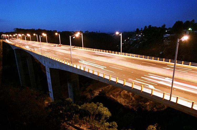 Varios proyectos inmobiliarios se han construido en los alrededores. Recién construido, había poca circulación en el puente.