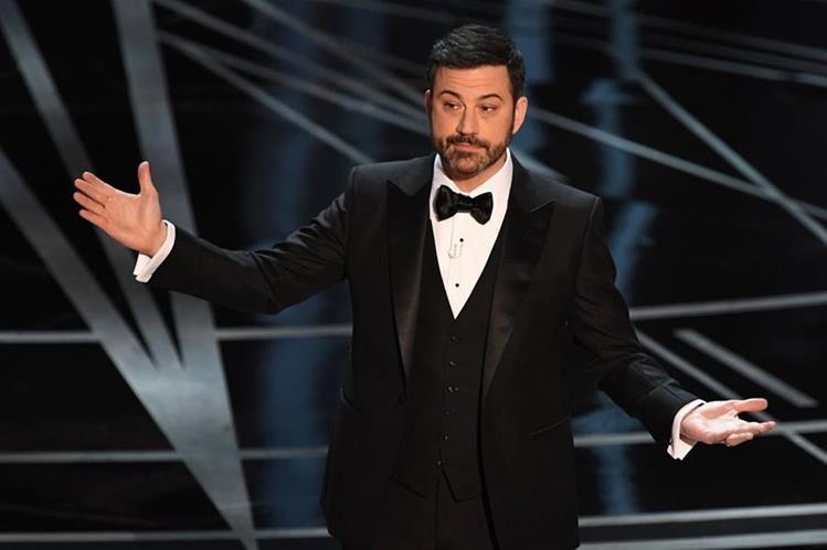 El presentador de la 89 edición de los Óscar, Jimmy Kimmel, no ha dudado en hacer referencias hacia Trump. Incuso le envió un tuit durante la ceremonia. (Foto Prensa Libre: AFP / Mark Ralston).