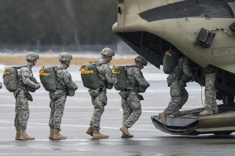 Barack Obama autorizó el despliegue a Camerún de 300 militares..