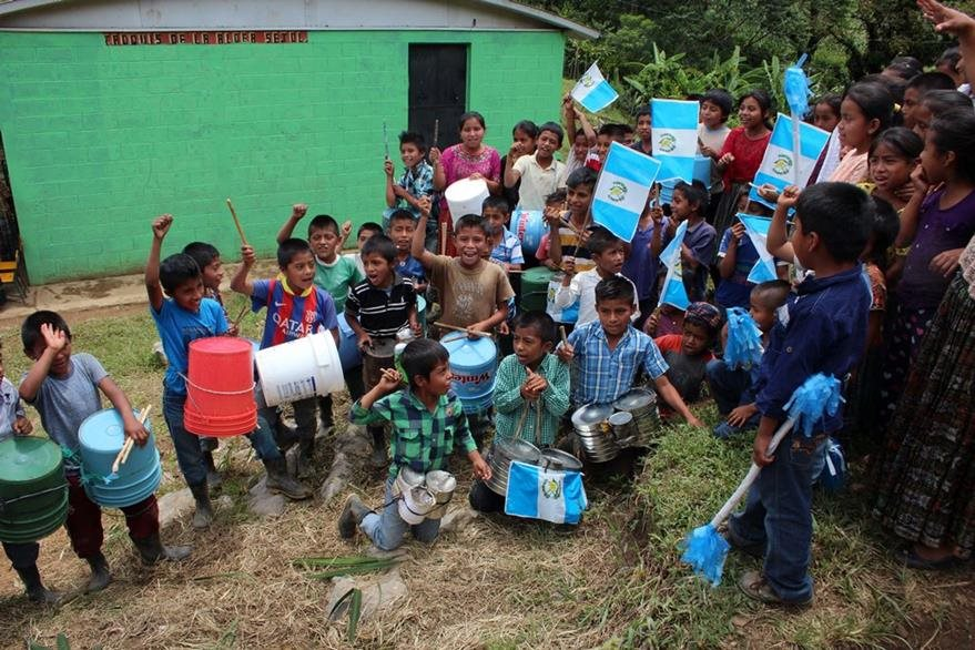 Estudiantes muestran entusiasmo para mostrar su amor por Guatemala. (Foto Prensa Libre: Eduardo Sam).