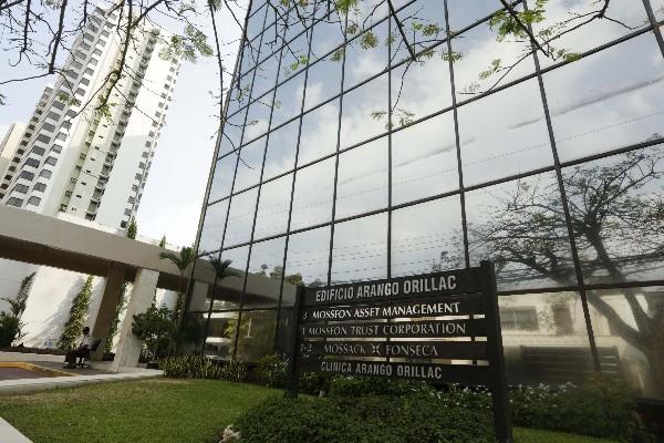 <span>Edificio</span> <span>enumera el</span> <span>bufete de abogados</span> <span>Mossack</span> <span>Fonseca</span> <span>en la Ciudad de</span> <span>Panamá.</span>