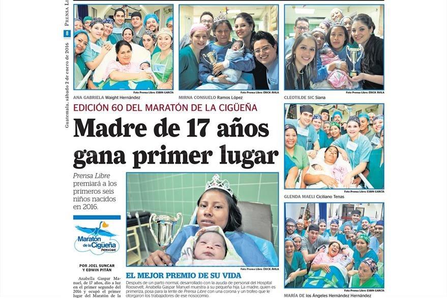 La señora  Anabella Gaspar Manuel de 17 años  muestra a su pequeña hija que nació  el primer minuto de enero 2015, junto ella nacieron cinco niños más 2/1/2015. Foto: Hemeroteca PL)