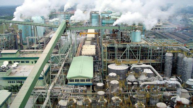 La industria papelera ha sido criticada en el pasado por la contaminación que genera. GETTY IMAGES