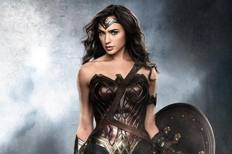 La actriz israelí Gal Gadot personifica a la Mujer Maravilla en la película que fue prohibida en el Líbano.