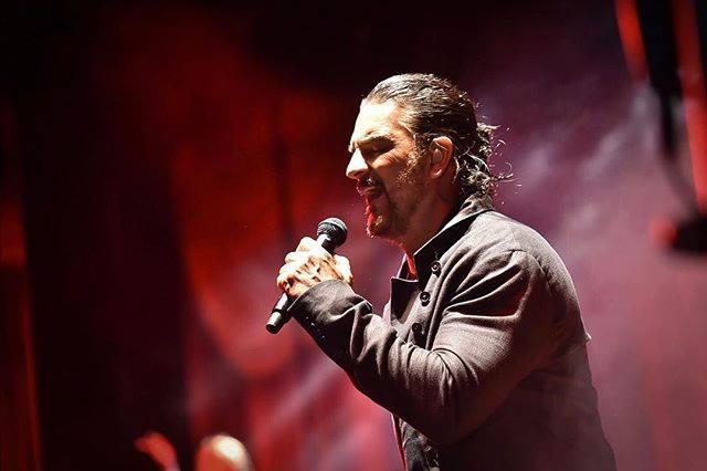 El pasado sábado Ricardo Arjona denunció a la productora 6 Pasos de chantaje y secuestro de equipos musicales en Argentina (Foto Prensa Libre: Facebook metamorfosismedia)