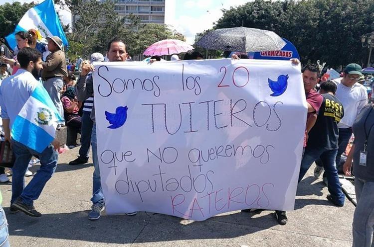 La indignación por las declaraciones de Javier Hernández son generalizadas. (Foto Prensa Libre: Kenet Cruz)
