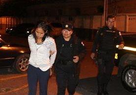 Jennifer Jazmín Xiloj Rivera al momento de la detención. (Foto Prensa Libre: PNC)