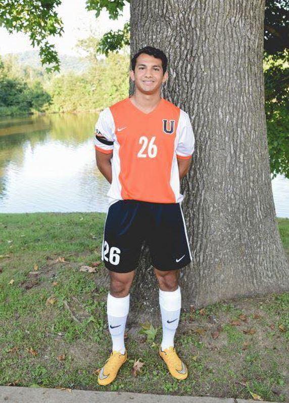 Eli Chávez luce el uniforme de futbol de la universidad de Kentucky donde actualmente estudia medicina. (Foto: José Chávez)