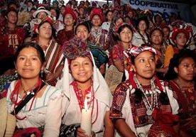 120 señoritas de 18 departamentos compitieron en certamen.