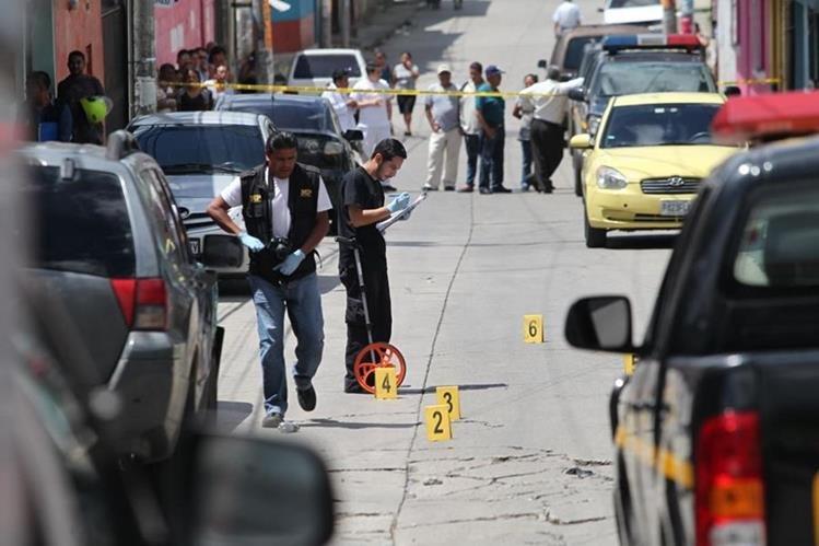 Un hombre murió baleado en la colonia Belén, zona 7 de Mixco. (Foto Prensa Libre: Érick Ávila)