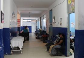En el interior del Hospital Nacional de Jalapa se evidencian los lugares de donde fueron retiradas las cámaras de videovigilancia. (Foto Prensa Libre: Hugo Oliva)
