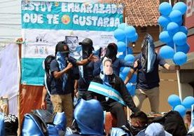 Estudiantes se burlan del gobierno de Jimmy Morales y critican sus políticas. (Foto Prensa Libre: Rolando Miranda)