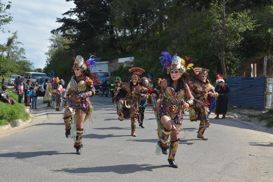 Convite engalana fiesta patronal  en la comunidad San Isidro. (Foto Prensa Libre: Édgar Sáenz).