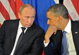 Barack Obama (d), conversa con Vladímir Putin en Los Cabos,México. (EFE).
