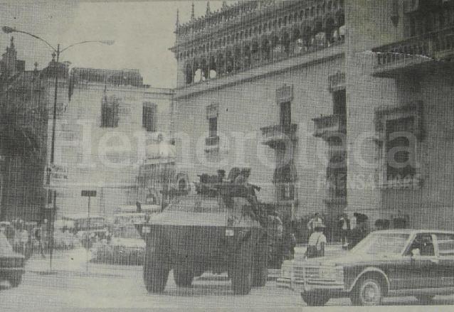 Una tanqueta apuntaba hacia el parque Enrique Gómez Carrillo en la sexta avenida y 14 calle zona 1. (Foto: Hemeroteca PL)