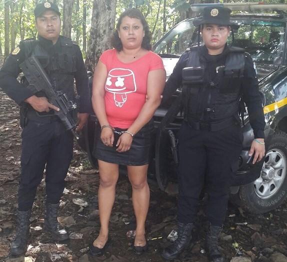 Rosa Aracely Meda Monterroso de 35 años, escondió el supuesto artefacto explosivo dentro de sus zonas íntimas.(Foto Prensa Libre: PNC)