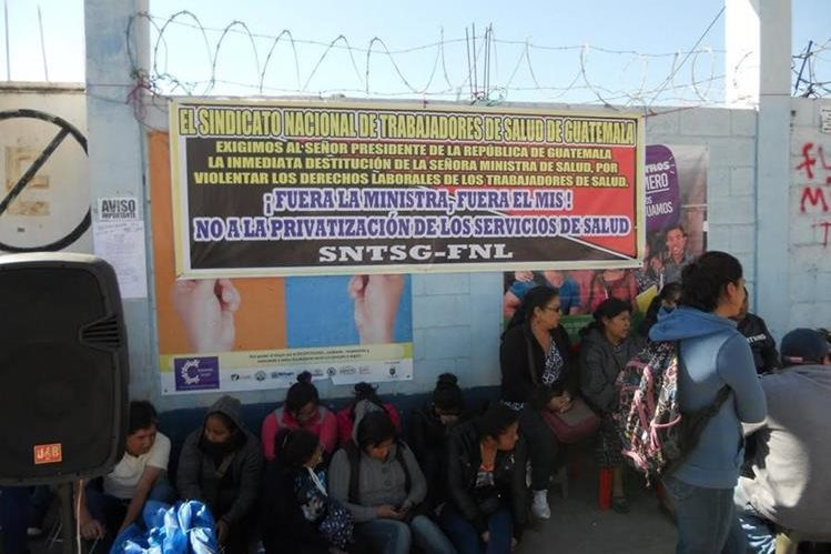 instalaciones del Área de Salud de Quiché permanecen tomadas por trabajadores. (Foto Prensa Libre: Héctor Cordero)