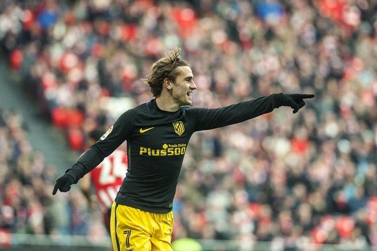 El delantero francés del Atlético de Madrid Antoine Griezmann celebra el primer gol del equipo. (Foto Prensa Libre: EFE)