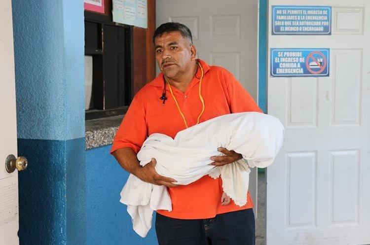 La menor, que tenía 1 año y 10 meses, falleció por un aparente golpe al caer de una hamaca. (Foto Prensa Libre: Mario Morales)