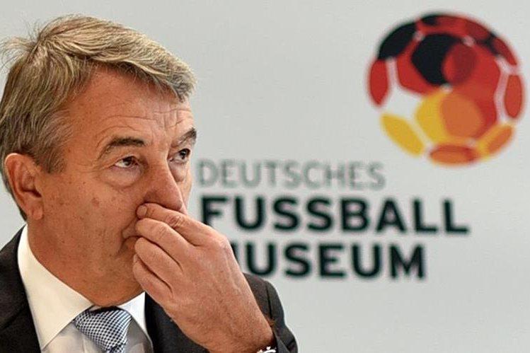 El presidente de la Federación de Futbol de Alemania, Wolfgang Niersbach, deberá rendir cuentas a los jefes regionales. (Foto Prensa Libre: AFP)