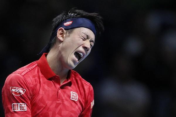 Kei Nishikori, de Japón, celebra en el partido contra el suizo Stan Wawrinka. (Foto Prensa Libre: AP).