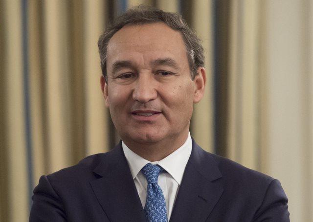 En China piden la destitución del CEO de United, Óscar Muñoz.