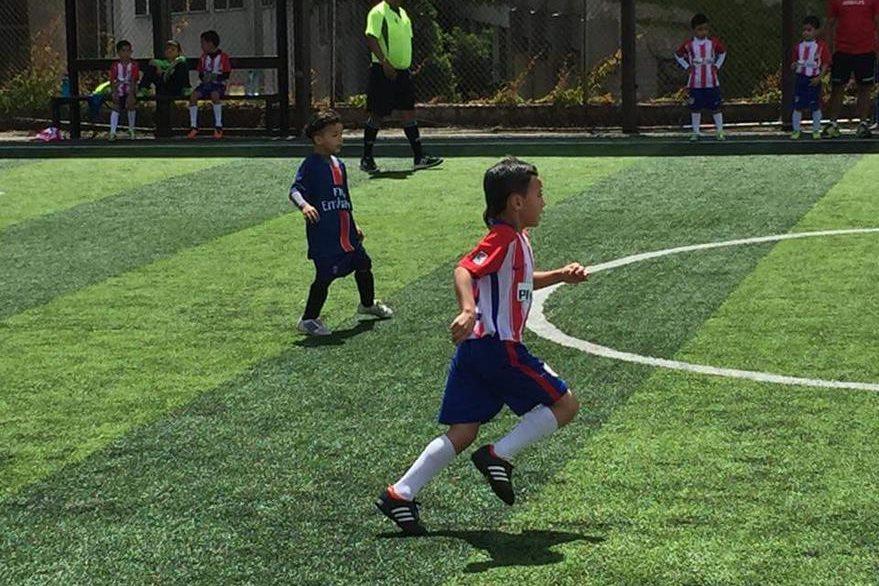 Nicolás es parte de un equipo en Futeca Guatemala y se inspira en Santa Cruz para jugar al futbol. (Foto Prensa Libre: Natalie Dardón)